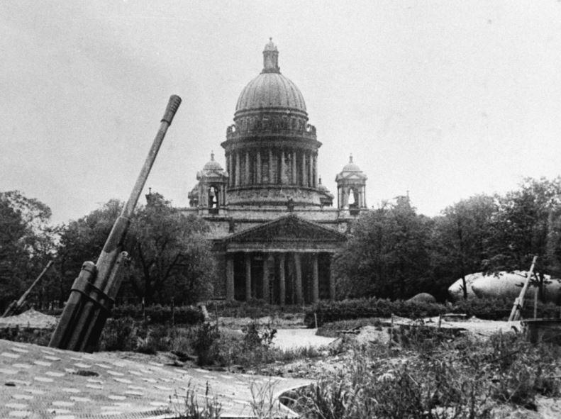 Исаакиевский собор в годы Великой Отечественной войны