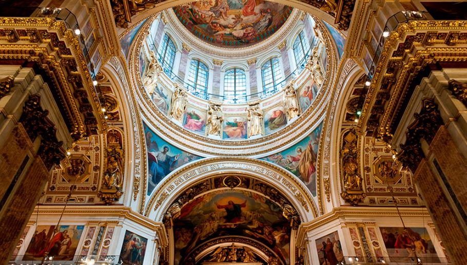 Внутренне убранство Исаакиевского собора в Санкт-Петербурге